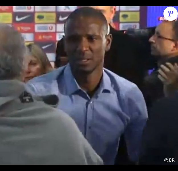 En larmes, Éric Abidallors de sa conférence de presse d'adieu au FC Barcelone le 30 mai 2013