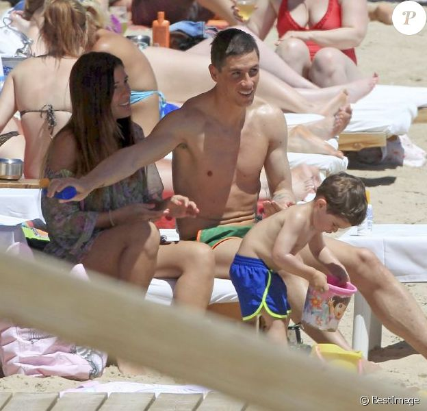 Fernando Torres à Ibiza avec sa femme Olalla et leurs deux enfants Nora (3 ans) et Leo (2 ans).