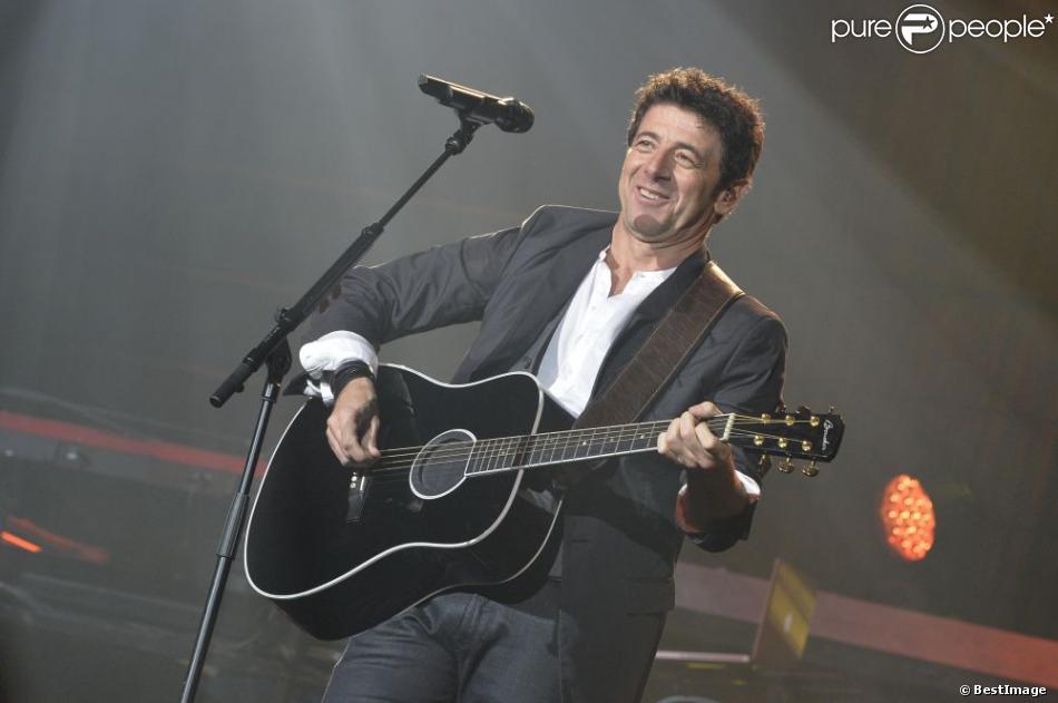 Patrick Bruel heureux et ému pendant son concert au Zénith de Paris le 30 mai 2013.