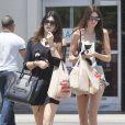 Kylie et Kendall Jenner en pleine séance shopping à Los Angeles. Le 31 mai 2013.