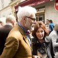 Thadée Klossovski de Rola et Charlotte Aillaud -  Inauguration de la plaque à la mémoire d'Yves Saint  Laurent  apposée sur la façade du 55, rue de  Babylone , à Paris le 1er juin 2013.