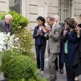 Inauguration de la plaque à la mémoire d'Yves Saint  Laurent  apposée sur la façade du 55, rue de  Babylone , à Paris le 1er juin 2013.
