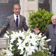 Bertrand Delanoë et Pierre Bergé -  Inauguration de la plaque à la mémoire d'Yves Saint  Laurent  apposée sur la façade du 55, rue de  Babylone , à Paris le 1er juin 2013.
