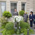 Pierre Bergé, Rachida Dati, Bertrand Delanoë, Anne Hidalgo, Lyne Cohen Solal -  Inauguration de la plaque à la mémoire d'Yves Saint  Laurent  apposée sur la façade du 55, rue de  Babylone , à Paris le 1er juin 2013.