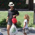 Halle Berry, enceinte, avec sa fille Nahla à Los Angeles, le 3 juin 2013.