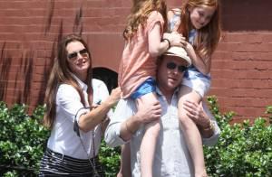 Brooke Shields : De sortie avec ses filles et son mari, elle ose le microshort