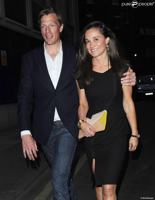 Pippa Middleton et son petit ami Nico Jackson à l'inauguration du bar  Mr Froggs  à Londres, le 21 mai 2013.