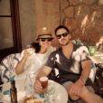 Tiffani Thiessen et son mari Brady Smith prennent le soleil à Majorque, alors que leur amie Lindsay Price se mariait avec Curtis Stone, le 8 juin 2013.