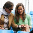 Pippa Middleton avec un ami le 13 juin 2013 devant la fin du match (interrompu la veille) Andy Murray - Nicolas Mahut, lors du tournoi du Queen's, à Londres.