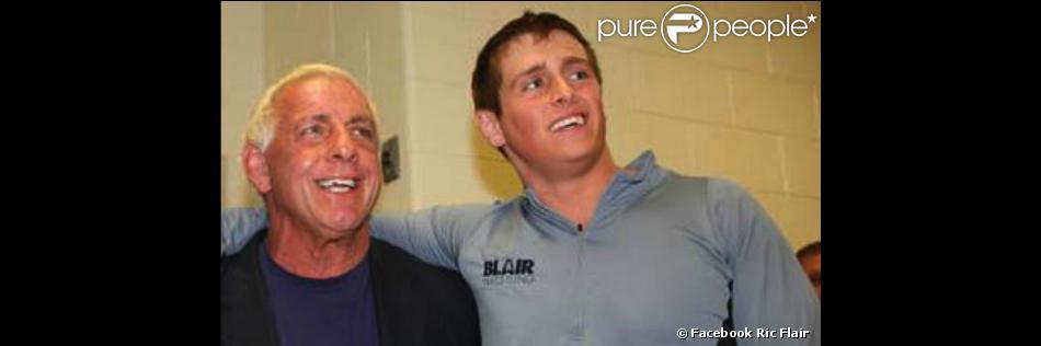 La légende du catch Ric Flair avec son fils Reid, retrouvé mort à 25 ans le 29 mars 2013.