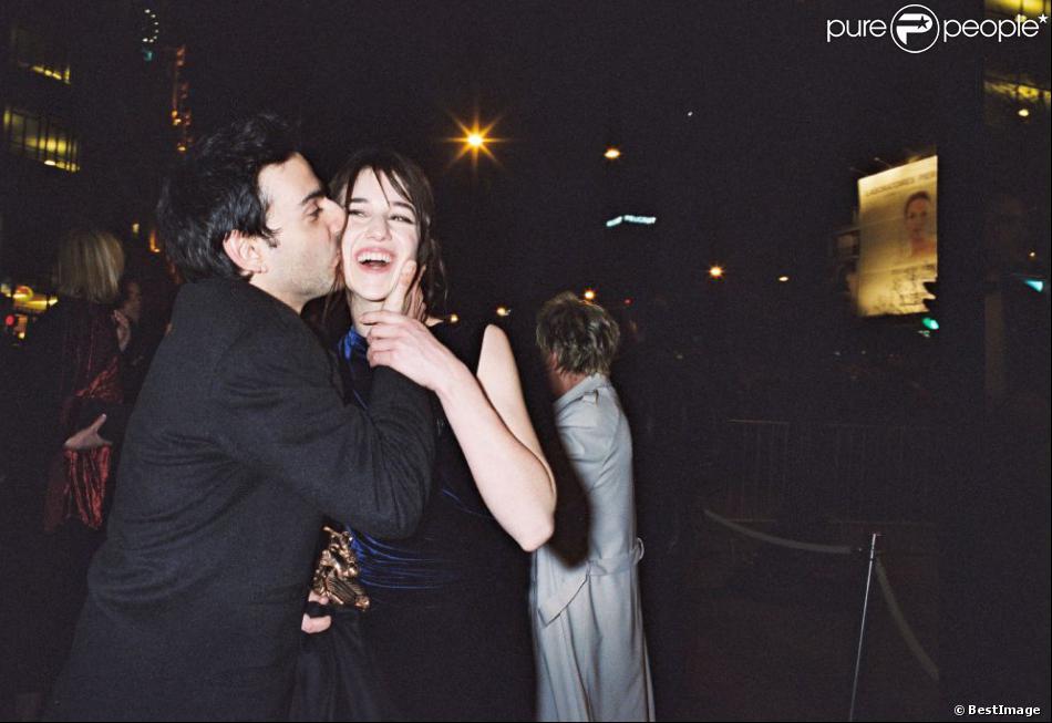 Yvan Attal et Charlotte Gainsbourg lors de la cérémonie des César 2000