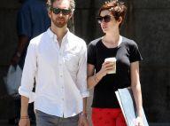 Anne Hathaway : À nouveau brune mais toujours aussi rock et amoureuse...