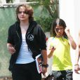 Prince et Blanket Jackson (les enfants de Michael Jackson) font du shopping avec des amis à Topanga Hills, le 18 juin 2013.