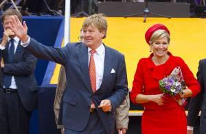 Maxima des Pays-Bas : Superbe en rouge et bleu, le sourire d'une reine