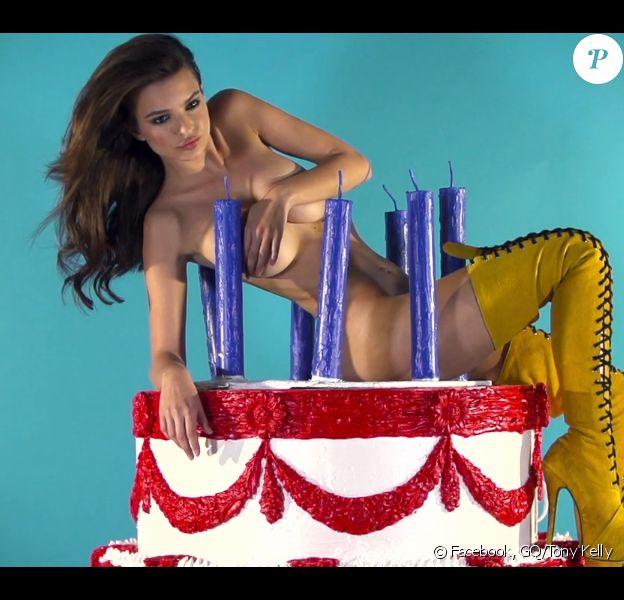 Le mannequin Emily Ratajkowski se déshabille pour le GQ turc du mois de juillet-août 2013.