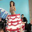 Emily Ratajkowski se déshabille pour le GQ turc du mois de juillet-août 2013.
