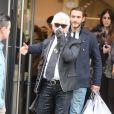 Karl Lagerfeld et son assistant Sébastien Jondeau à Paris, le 6 mars 2013.
