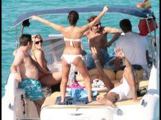 PHOTOS : Gary Dourdan des Experts et James Blunt : mer, champagne et... petites pépées !