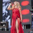 Rita Ora joue sur la Pyramid stage au festival Glastonbury à Worthy Farm, Angleterre, le 28 juin 2013.