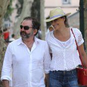 Inès de la Fressange : Main dans la main avec son chéri à Saint-Tropez