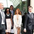 Rihanna et son amie Melissa Forde quittent le Grand Palais à l'issue du défilé Chanel haute-couture automne-hiver 2013/2014. Paris, le 2 juillet 2013.