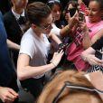 Kristen Stewart aux côté de ses fans à Paris, le 2 juillet 2013.