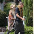 Belle journée en amoureux... Ashlee Simpson va déjeuner au restaurant avec Evan Ross (le fils de Diana Ross) à West Hollywood, le 2 juillet 2013. Selon les dernières rumeurs, Ashlee et Evan seraient en couple   Photo exclusive