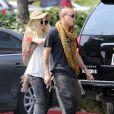 Ashlee Simpson va déjeuner au restaurant avec Evan Ross (le fils de Diana Ross) à West Hollywood, le 2 juillet 2013. Selon les dernières rumeurs, Ashlee et Evan seraient en couple   Photo exclusive