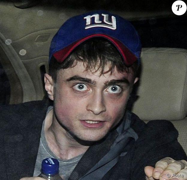 Daniel Radcliffe à la sortie du théâtre Noel Coward de Londres, le jeudi 4 juillet 2013.