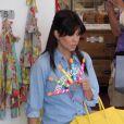 Kourtney Kardashian fait du shopping dans une boutique pour enfants, à la recherche d'un cadeau pour sa fille Penelope qui fêtera son premier anniversaire ce week-end. Calabasas, le 5 juillet 2013.