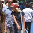 Exclusif - Willow Smith se promène avec des amis au marché aux puces à Hollywood, le 7 juillet 2013.