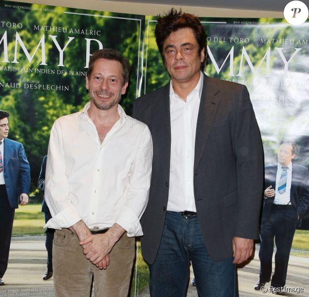 Mathieu Amalric et Benicio Del Toro lors de la présentation du film Jimmy P. à Paris le 8 juillet 2013