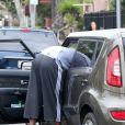Lamar Odom, le mari de Khloe Kardashian, s'en prend à un paparazzi et à sa voiture. Mercredi 10 juillet.