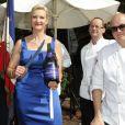 La critique gastronomique Sophie Gayot lors de la célébration du 14 juillet dans la résidence du consul de France à Los Angeles le 14 juillet 2013