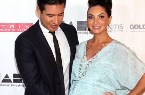 Mario Lopez : Amoureux de sa femme enceinte face à une sublime Dita Von Teese