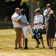 Zara Phillips retrouvant son mari Mike Tindall à Salisbury lors de The Rundle Cup le 13 juillet 2013