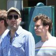 Zachary Quinto et Jonathan Groff amoureux dans les rues de New York le 23 juin 2012