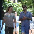 Le couple Zachary Quinto et Jonathan Groff dans les rues de New York le 23 juin 2012