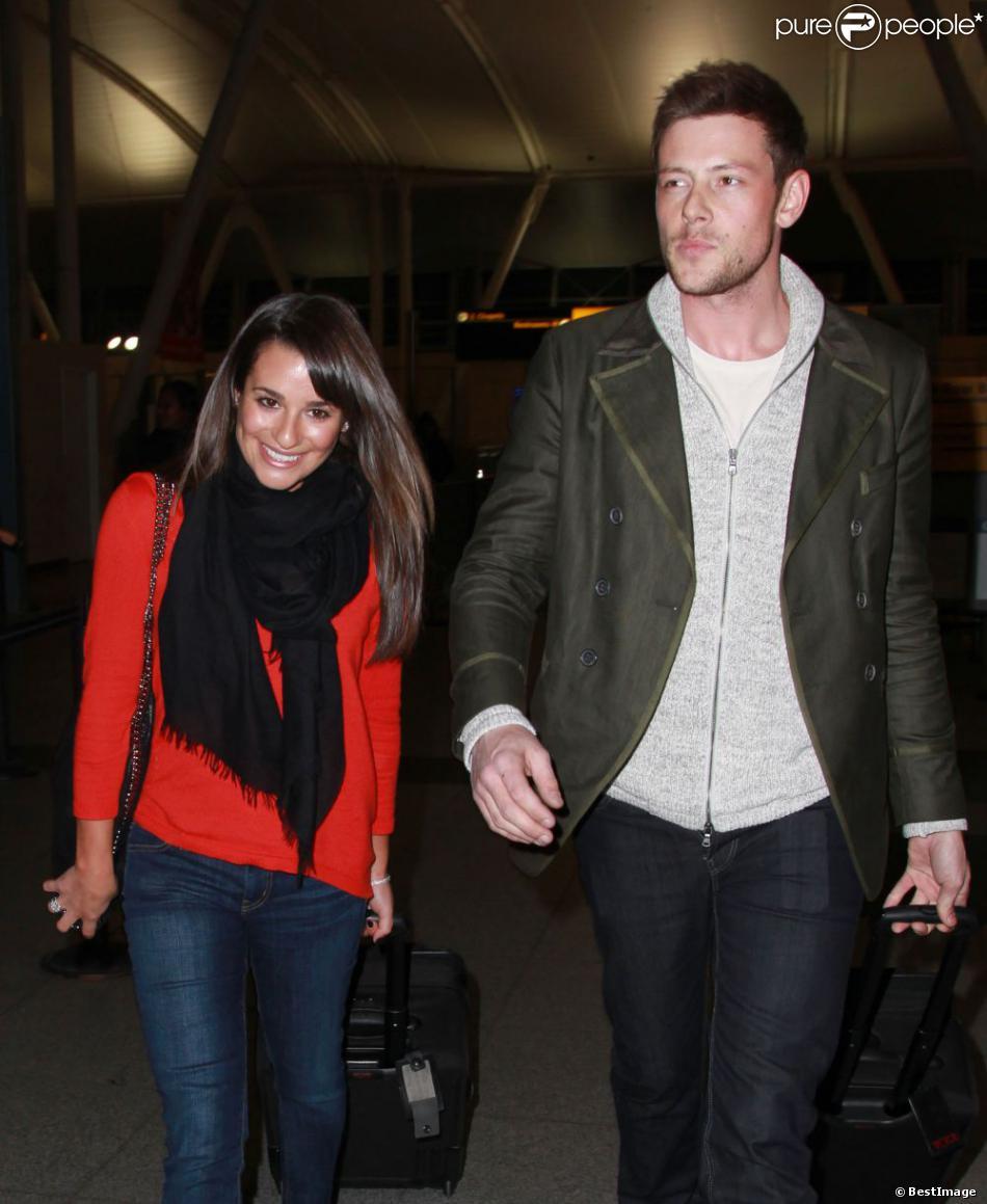 Lea Michele et Cory Monteith de la serie Glee a l'aéroport de New York, le 6 mars 2013.