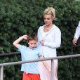 La jolie Britney Spears emmenant ses fils Sean et Jayden au cinéma le 21 juillet 2013 à Thousand Oaks.