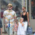 Nicole Richie, Joel Madden et leurs enfants Harlow et Sparrow se promènent dans les rues de Saint-Tropez. Le 22 juillet 2013.