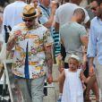 Joel Madden et sa fille Harlow se promènent à Saint-Tropez, le 22 juillet 2013.
