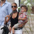Nicole Richie et son fils Sparrow se promènent dans les rues de Saint-Tropez. Le 22 juillet 2013.