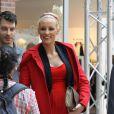 """Exclusif - Elodie Gossuin, enceinte de son troisième enfant, assiste à une séance de relooking gratuit à la galerie commerciale """"Auchan Englos"""" dans le Nord , le 29 mai 2013."""