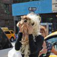 Amanda Bynes se promène avec son chien à New York, le 10 juillet 2013.