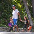 Jerry O'Connell a offert à ses filles Charlie et Dolly une virée dans une grande chaîne de fast-food, le 24 juillet 2013.
