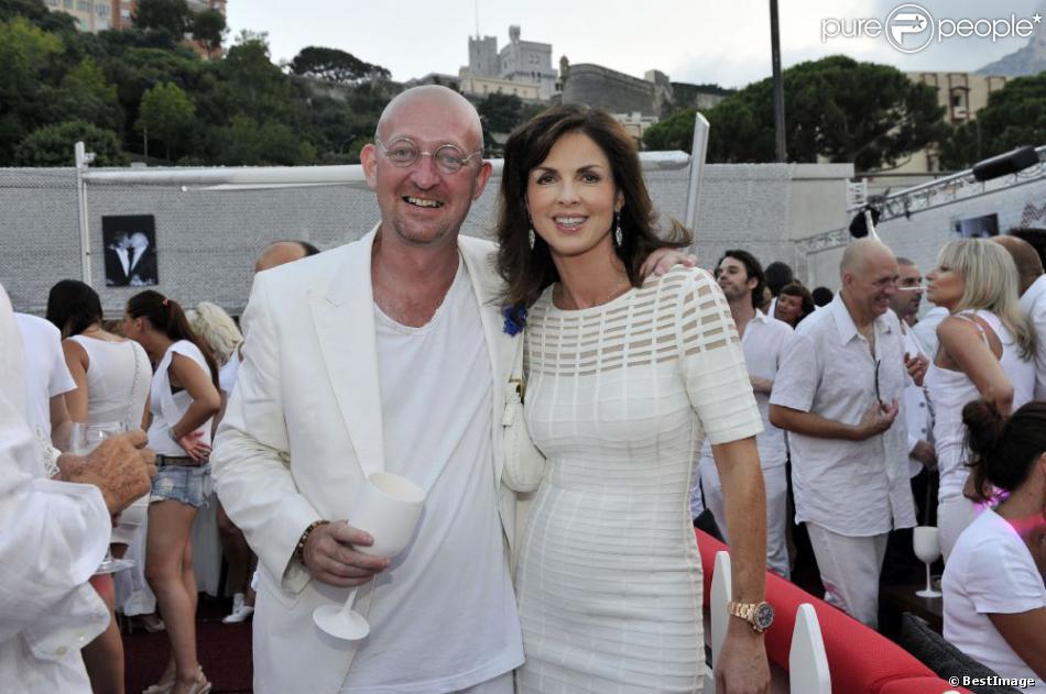 """Exclusif - Guillaume Barclay et Caroline Barclay, la dernière épouse de son père Eddy Barclay, participent à la soirée blanche qu'il organise en collaboration avec l'etablissement de nuit """"Le Before"""" à Monaco le 24 juillet 2013."""