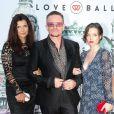 """Bono sa femme Ali Hewson et sa fille Hewson Jordan au Love Ball organisé par Natalia Vodianova au profit de la Fondation """"The Naked Heart"""" à l'Opéra Garnier à Monaco le 27 juillet 2013."""