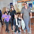 Brad Pitt et Angelina Jolie arrivant à l'aéroport de Tokyo-Haneda avec trois de leurs enfants (Pax, Knox et Vivienne), le 28 Juillet 2013