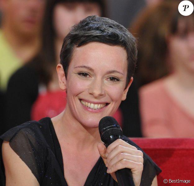 """Emily Loizeau - Enregistrement de l'émission """"Vivement Dimanche"""" à Paris le 19 décembre 2012."""
